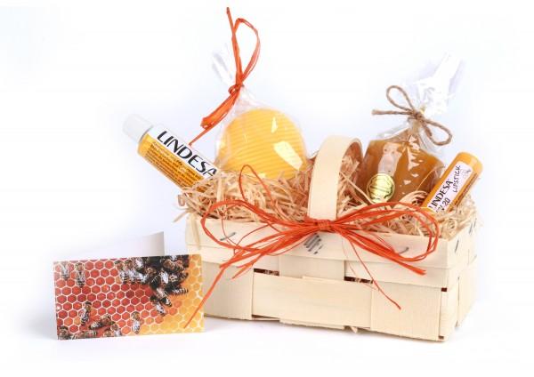 Geschenkkorb Bienenwachs-Produkte: Pflegecreme, Lipstick, Honigseife & Bienenwachskerze in Spankorb